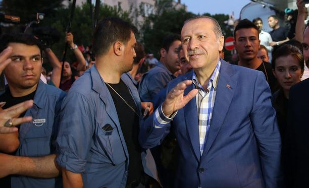 Kansan yhdistäminen koston sijaan vastaisi myös Erdoganin todellista etua, kirjoittaa Jyrki Vesikansa.