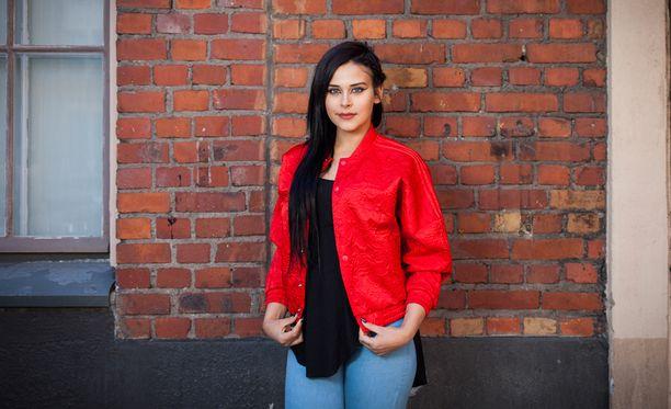 Sara Forsberg julkaisee kolmen kappaleen EP:n 27. toukokuuta.
