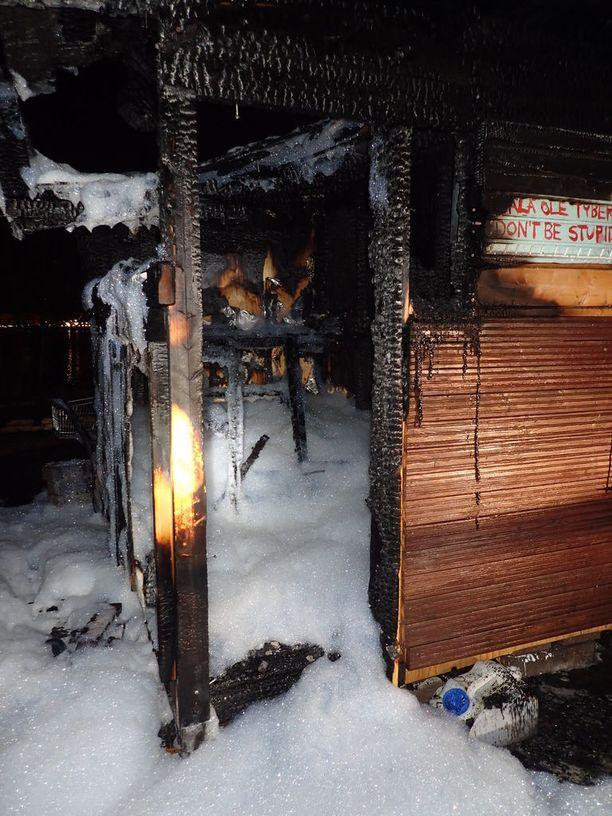 Sompasaaressa sijaitseva sauna poltettiin vappuaattona.