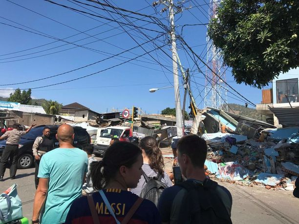 Halme kuvasi Lombokin puolella romahtaneita taloja.