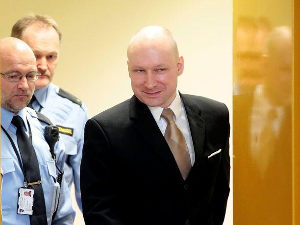 Tuomioistuin päätti eilen, että Breivikin ihmisoikeuksia on loukattu hänet eristämällä.