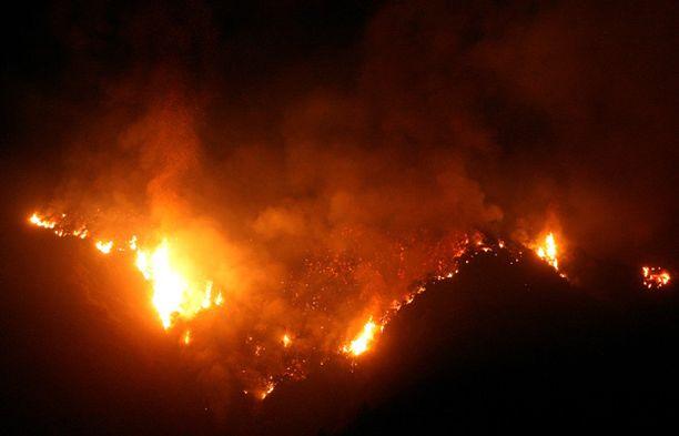 Tuhansia on evakuoitu Los Angelesin seudun maastopalojen vuoksi.