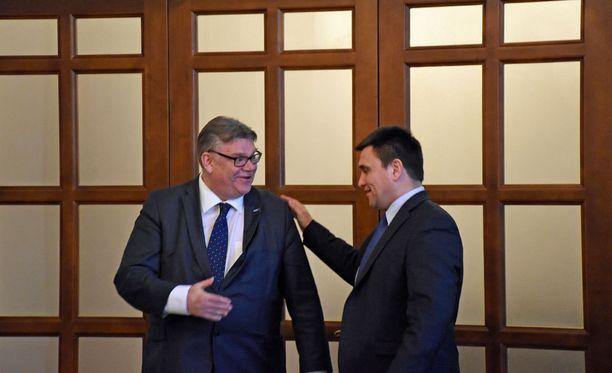 Ulkoministerit Timo Soini ja Pavlo Klimkin pitävät ensiarvoisen tärkeänä, että Itä-Ukrainaan saadaan rauha.