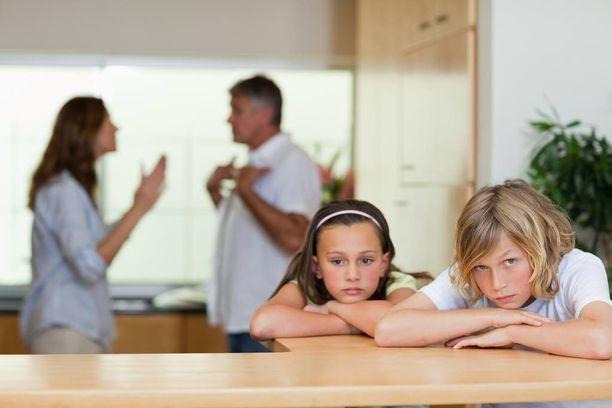 Jokaisen nuoren kokemus vanhempiensa erosta on yksilöllinen, mutta nuorten toiveet aikuisille ovat hyvin samanlaisia.