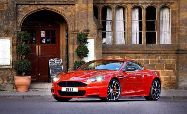 Aston Martin DB S, opiskelin auto arkiajoon.