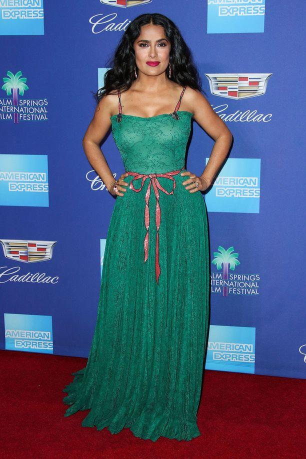 Hayekin jadenvihreä mekko puki upeasti näyttelijää.