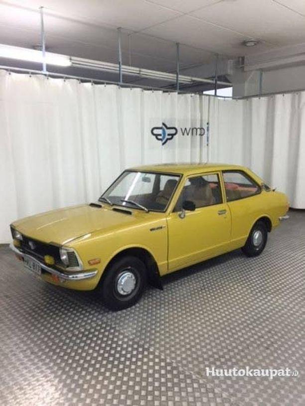 Tuning-ihmeiden ja ikiklassikkojen lisäksi huudettavana on myös uus-klassikkoja kuten tämä Toyota Corolla vuodelta 1978,
