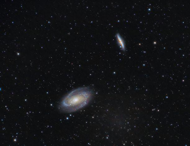 Pimeän aineen oletetaan muodostavan suurimman osan havaittavan maailmankaikkeuden varsinaisesta aineesta.
