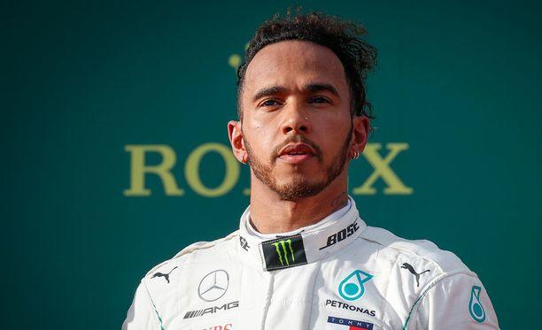 Lewis Hamilton vaatii Mercedekseltä 45 miljoonaa euroa kaudesta.