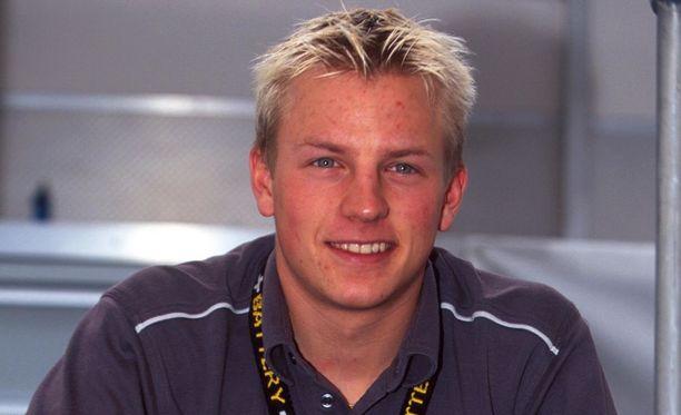 Kimi Räikkönen viihtyi nuoruusvuosinaan paremmin auton ratissa ja viihteellä kuin armeijan harmaissa.