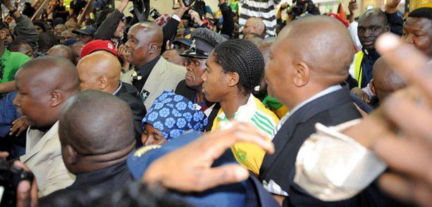 Caster Semenyan lehdistötilaisuudet ovat olleet yhtä kaaosta kesästä saakka.