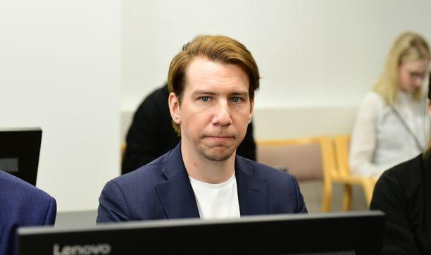 Aku Hirviniemi toukokuisessa istunnossa Kanta-Hämeen käräjäoikeudessa.