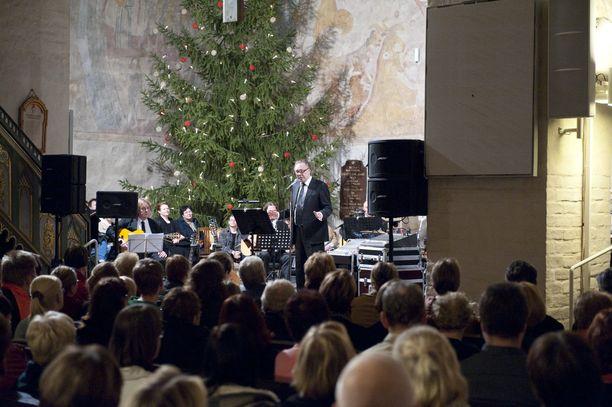 Joulujuhla huipentaa syyslukukauden. Sen perimmäinen tarkoitus on vahvistaa koulun yhteishenkeä ja koota pitkän syksyn päätteeksi yhteen kaikki kouluyhteisön jäsenet, kirjoittaa Lauri Nurmi.