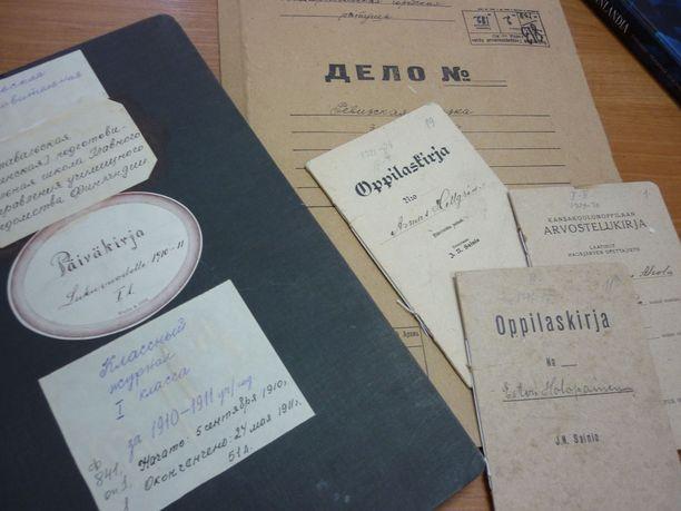Kansallisarkisto säilyttää kulttuuriperinnöllistä aineistoa. Kuvassa Karjalaa koskevia julkisia arkistoasiakirjoja, jotka eivät liity tapaukseen.