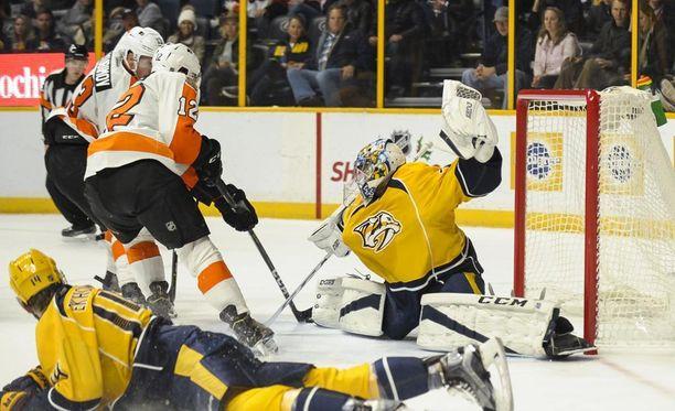 Nashville Predatorsin suomalaismaalivahti Juuse Saros antautui kolmesti Philadelphia Flyersia vastaan. Flyers voitti 4-2.