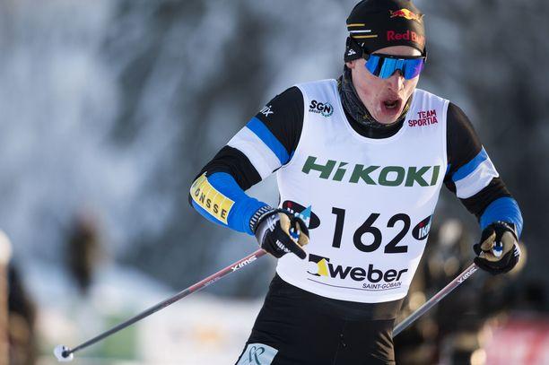 Iivo Niskanen hiihti Pyhäjärvellä lauantaina 15 kilometrin vapaan tyylin SM-kultaa.