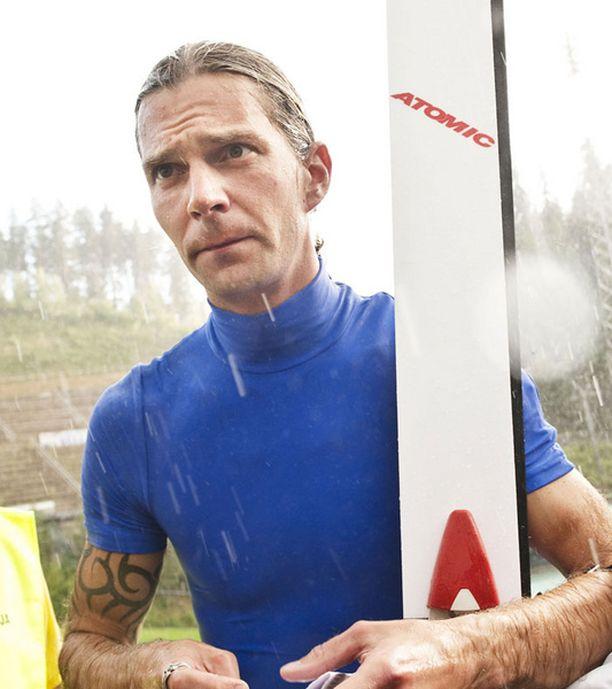 Janne Ahonen hyppäsi keskiviikkoiltana näytöskilpailussa Lahdessa.
