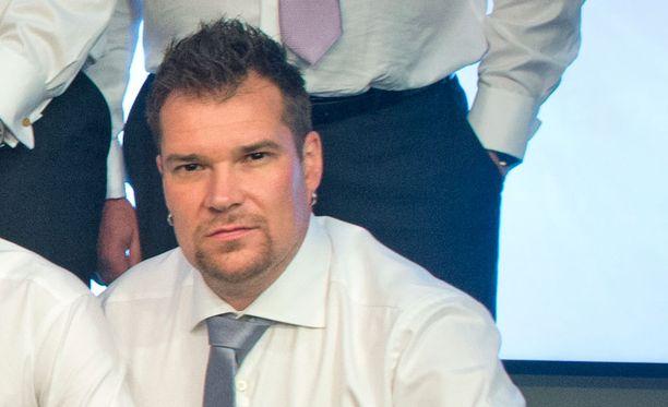Jani Alkio jatkaa SM-liigan selostamista Telian remmissä.