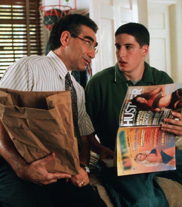 American Pie -teiniseksikomediassa Jason Biggsin roolihahmo päätyi outoihin tilanteisiin isänsä (Eugene Levy) kanssa.