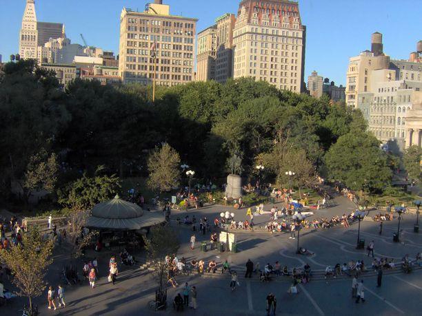 Union Square Park New Yorkissa vilisee elämää.
