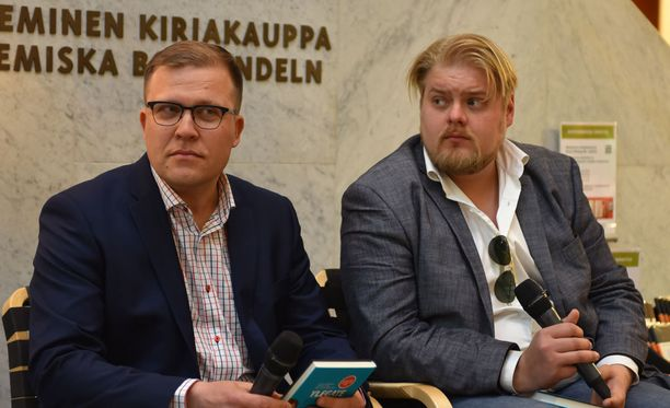 Jussi Eronen ja Jarno Liski Ylegate-kirjan julkistustilaisuudessa.