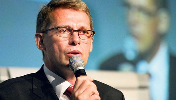 Matti Vanhanen puhui eilen mainostoimiston tilaisuudessa.