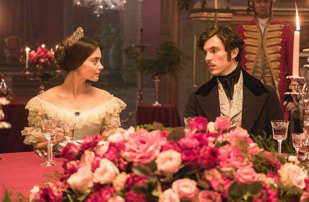 Toisen kauden aluksi Viktorian ja Albertin välit ovat kalseat.