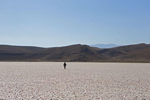 Etelä-Iranissa sijaitseva Maharloo-järvi on kuivunut pahoin.
