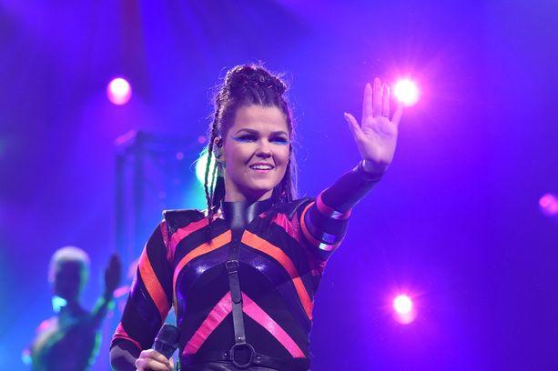 Saara Aalto edustaa Suomea Lissabonin Euroviisuissa.