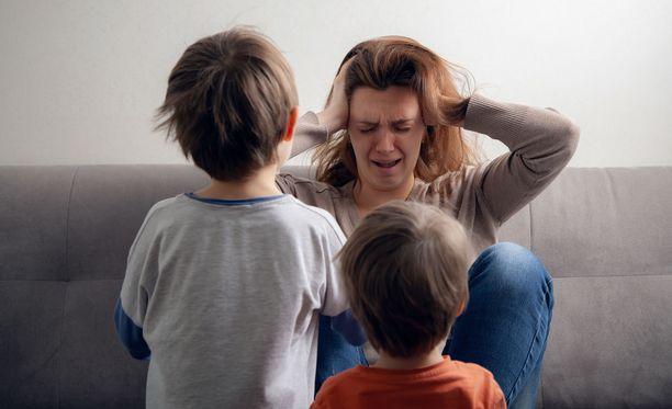 Moni tämän hetken vanhempi ei ole saanut päämäärätietoista tunnekasvatusta, koska syvällistä tietoa ei ole heidän lapsuudessaan ollut.