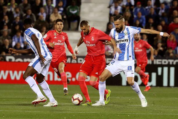 Real Madrid esiintyi Leganésin vieraana kokopunaisissa.
