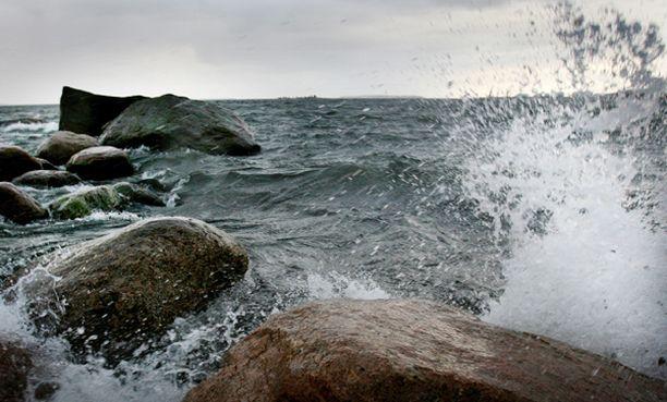Ennusteiden mukaan kaikista tuulisin alue siirtyy tiistaina pohjoiselle Itämerelle ja siitä vähitellen etelämmäs.