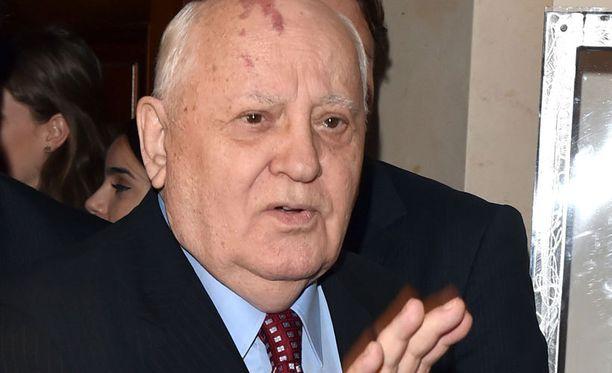 Gorbatshov ehdottaa maiden välille huippukokousta.