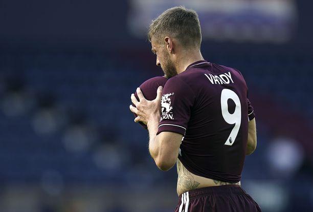 Jamie Vardy heilutti kahdesti West Bromwich Albionin verkkoa.