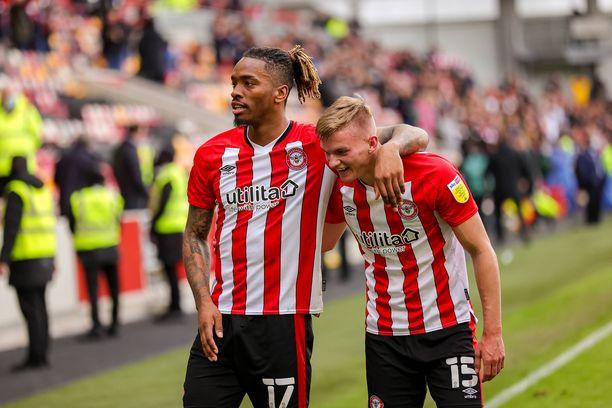 Ivan Toney ja Marcus Forss pistävät Arsenal-puolustuksen juoksemaan.