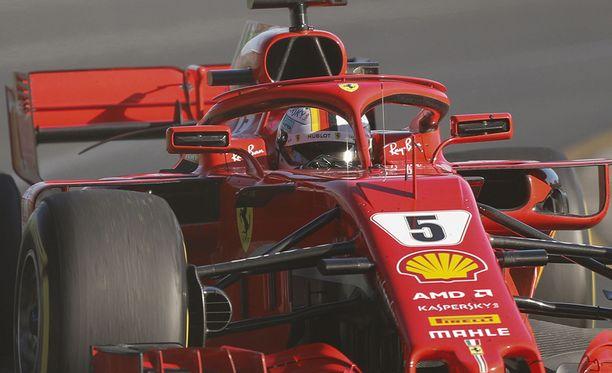 Sebastian Vettel ajoi kolmansien vapaiden harjoitusten lopussa pohja-ajan kuivan kelin renkailla.