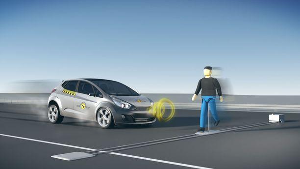 Viisi turvallisuustähteä on myyntivaltti, ja siksi hätäjarrujärjestelmä alkaa olla yhä useammassa autossa vakiovarusteena.