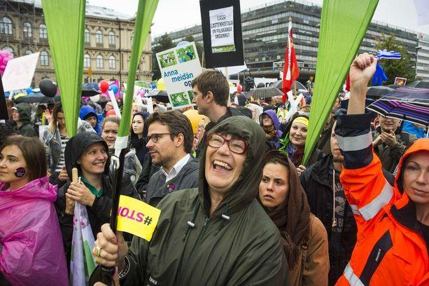 Syksyn 2015 mielenosoitusta pakkolakeja vastaan olivat järjestämässä kaikki kolme palkansaajien keskusjärjestöä.