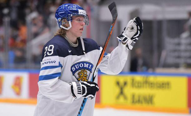 Patrik Laine varataan NHL:ään ensi kesänä.