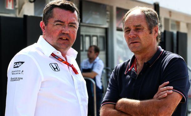 Eric Boullierin (vasemmalla) johtama McLaren kyntää syvällä.