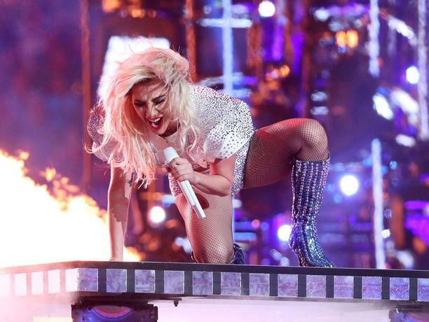 Lady Gaga piti näyttävän puoliaikashown.