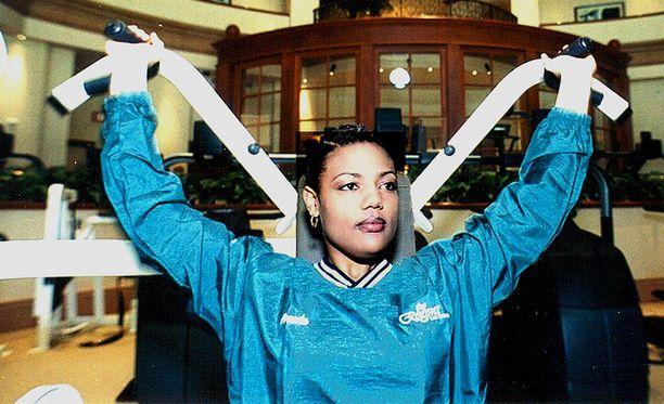 Freeda Foreman nousi kehään kuusi kertaa. Hänet löydettiin kuolleena kotoaan lauantaina.