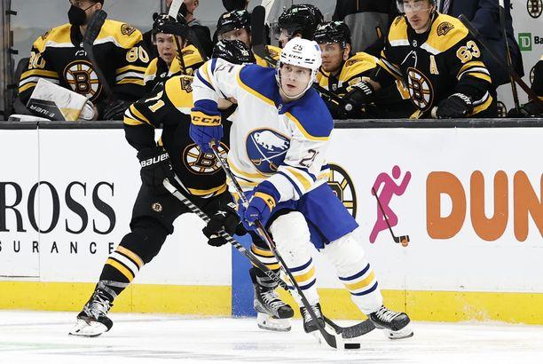 Arttu Ruotsalainen debytoi NHL:ssä kaksi viikkoa sitten.
