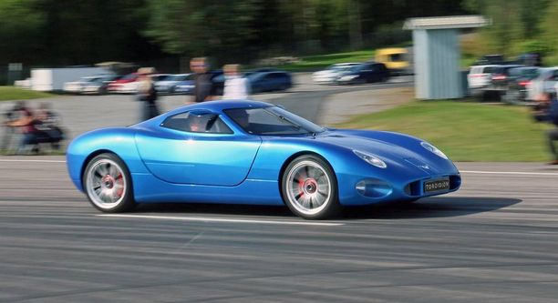 Miljoonan euron auto ilman veroja. Kallis mutta nopea - huippunopeudeksi on väitetty 450 km/h.