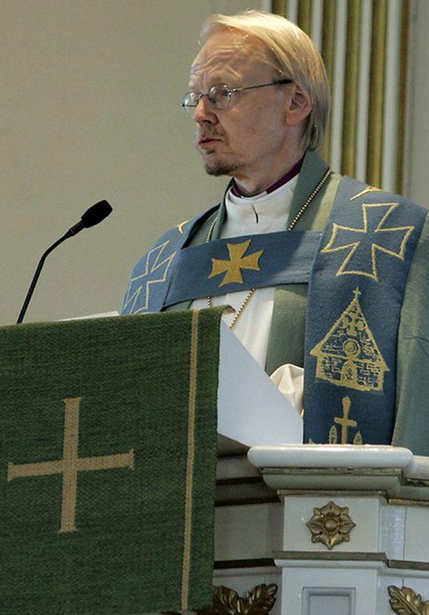 Piispa Kari Mäkisen mielestä naispappikysymys on vienyt Vammalassa jo liikaa voimia ja aikaa.
