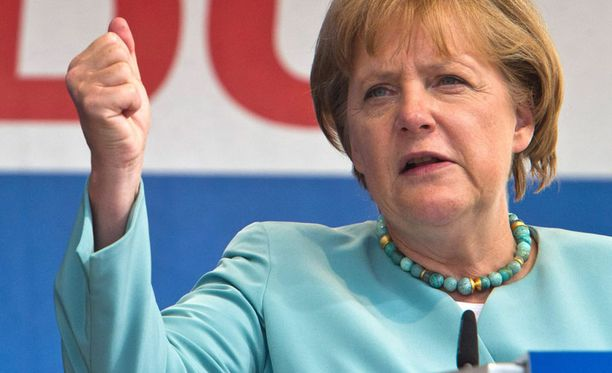 Liittokansleri Angela Merkel ajoi eilen ahtaalle Suomen hallituksen johtokaksikon.