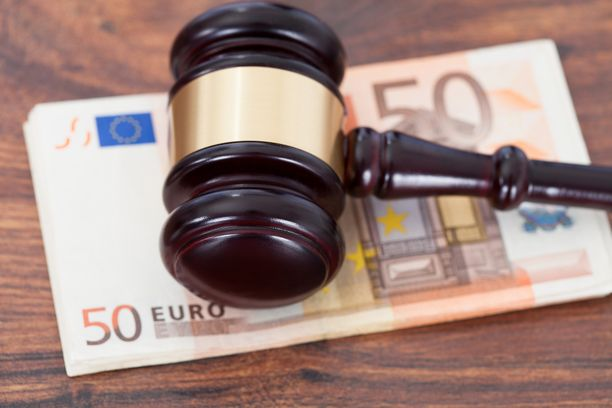 Espoolaismies maksaa elatusmaksua 308 euroa kuussa.