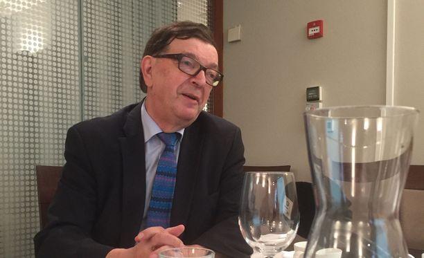 Keskustan kunniapuheenjohtaja Paavo Väyrynen on Kansalaispuolueen johtohahmo.