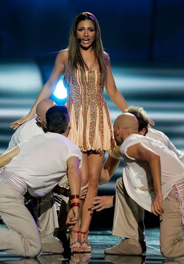 Kiovan viisut vuonna 2005 voitti Kreikan Helena Paparizou, joka oli pukeutunut Roberto Cavallin luomukseen.