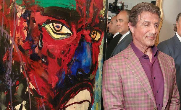 Vapaa-ajallaan Stallone maalaa öljyväreillä. Toimintaelokuvista tunnetun miehen on kerrottu pitävän Leonardo da Vinciä henkilökohtaisena sankarinaan.